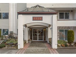 "Photo 3: 203 2526 LAKEVIEW Crescent in Abbotsford: Central Abbotsford Condo for sale in ""Mill Spring Manor"" : MLS®# R2235722"