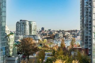 Photo 2: 708 550 PACIFIC Street in Vancouver: Yaletown Condo for sale (Vancouver West)  : MLS®# R2253801