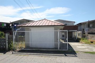 Photo 2: 2059 E 54TH Avenue in Vancouver: Killarney VE House for sale (Vancouver East)  : MLS®# R2292030