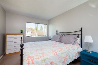 Photo 9: 6127 E GREENSIDE Drive in Surrey: Cloverdale BC Townhouse for sale (Cloverdale)  : MLS®# R2304722