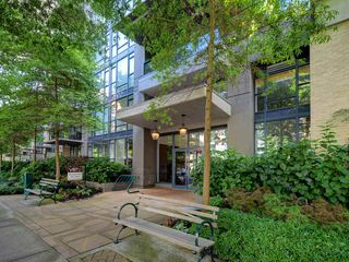"""Photo 2: 906 1650 W 7TH Avenue in Vancouver: Fairview VW Condo for sale in """"Virtu"""" (Vancouver West)  : MLS®# R2307388"""