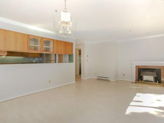 "Photo 9: 105 3788 W 8TH Avenue in Vancouver: Point Grey Condo for sale in ""La Mirada"" (Vancouver West)  : MLS®# R2350569"