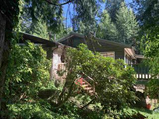 Photo 3: 884/898 CONRAD Road in Gibsons: Roberts Creek House for sale (Sunshine Coast)  : MLS®# R2366943