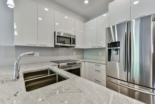 Photo 4: 110 19940 BRYDON Crescent in Langley: Langley City Condo for sale : MLS®# R2370688