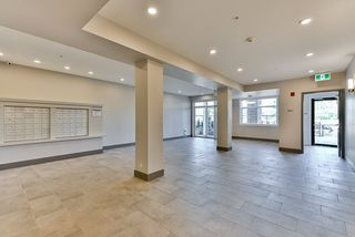 Photo 3: 110 19940 BRYDON Crescent in Langley: Langley City Condo for sale : MLS®# R2370688