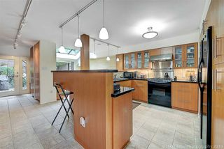 Photo 8: 1106 IRONWORK Passage in Vancouver: False Creek Townhouse for sale (Vancouver West)  : MLS®# R2372009