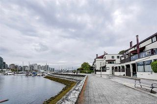 Photo 2: 1106 IRONWORK Passage in Vancouver: False Creek Townhouse for sale (Vancouver West)  : MLS®# R2372009