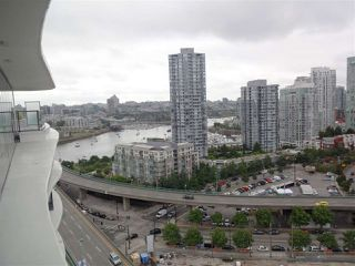 "Photo 5: 2007 68 SMITHE Street in Vancouver: Downtown VW Condo for sale in ""ONE PACIFIC"" (Vancouver West)  : MLS®# R2372618"