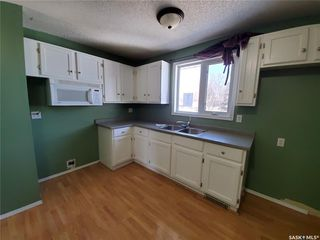 Photo 3: 221 Dickey Crescent in Saskatoon: Pacific Heights Residential for sale : MLS®# SK805263