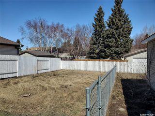 Photo 10: 221 Dickey Crescent in Saskatoon: Pacific Heights Residential for sale : MLS®# SK805263