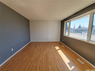 Photo 2: 221 Dickey Crescent in Saskatoon: Pacific Heights Residential for sale : MLS®# SK805263