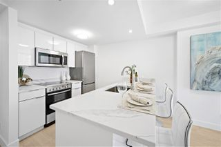 """Photo 1: 1203 1331 W GEORGIA Street in Vancouver: Coal Harbour Condo for sale in """"The Pointe"""" (Vancouver West)  : MLS®# R2463393"""