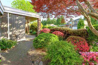 Photo 2: 102 14271 18A Avenue in Surrey: Sunnyside Park Surrey Townhouse for sale (South Surrey White Rock)  : MLS®# R2496480