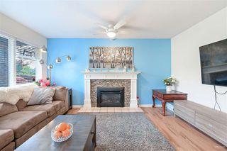 Photo 4: 102 14271 18A Avenue in Surrey: Sunnyside Park Surrey Townhouse for sale (South Surrey White Rock)  : MLS®# R2496480