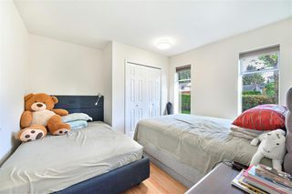 Photo 12: 102 14271 18A Avenue in Surrey: Sunnyside Park Surrey Townhouse for sale (South Surrey White Rock)  : MLS®# R2496480