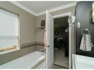 Photo 15: 1456 STEVENS Street: White Rock Townhouse for sale (South Surrey White Rock)  : MLS®# F1400124