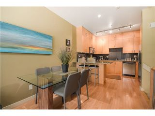"Photo 4: 690 W 16TH Avenue in Vancouver: Cambie Townhouse for sale in ""HEATHERVIEW"" (Vancouver West)  : MLS®# V1069354"