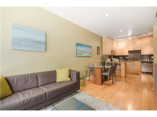 "Photo 3: 690 W 16TH Avenue in Vancouver: Cambie Townhouse for sale in ""HEATHERVIEW"" (Vancouver West)  : MLS®# V1069354"