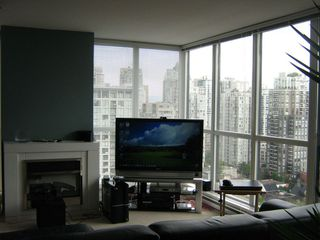 "Photo 3: 1804 1199 SEYMOUR Street in Vancouver: Downtown VW Condo for sale in ""BRAVA"" (Vancouver West)  : MLS®# R2058991"