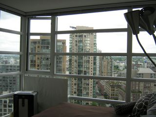 "Photo 5: 1804 1199 SEYMOUR Street in Vancouver: Downtown VW Condo for sale in ""BRAVA"" (Vancouver West)  : MLS®# R2058991"