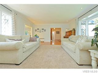 Photo 2: 3070 Uplands Road in VICTORIA: OB Uplands Single Family Detached for sale (Oak Bay)  : MLS®# 371277