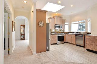 """Photo 4: 302 15130 PROSPECT Avenue: White Rock Condo for sale in """"Five Corners/White Rock"""" (South Surrey White Rock)  : MLS®# R2142943"""