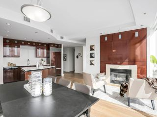 "Photo 13: 4703 938 NELSON Street in Vancouver: Downtown VW Condo for sale in ""One Wall Centre"" (Vancouver West)  : MLS®# R2155390"