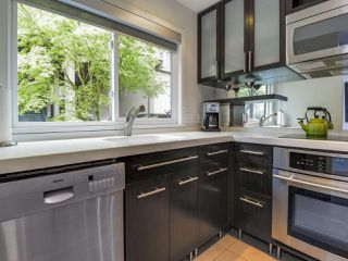 """Photo 9: 2264 ALDER Street in Vancouver: Fairview VW Townhouse for sale in """"Marina Place"""" (Vancouver West)  : MLS®# R2163720"""