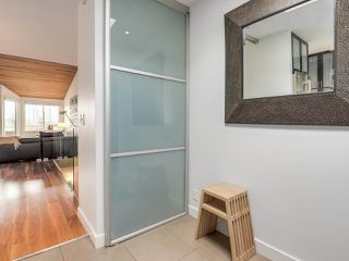 """Photo 2: 2264 ALDER Street in Vancouver: Fairview VW Townhouse for sale in """"Marina Place"""" (Vancouver West)  : MLS®# R2163720"""