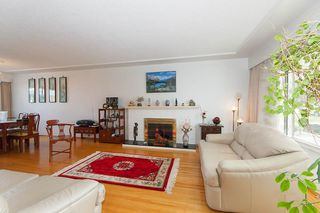 Photo 3: 835 GROVER AVENUE in Coquitlam: Coquitlam West House for sale : MLS®# R2147676