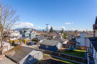 "Photo 12: 1049 E 13TH Avenue in Vancouver: Mount Pleasant VE House for sale in ""Mount Pleasant East"" (Vancouver East)  : MLS®# R2235012"