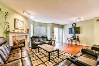 """Photo 3: 47 7875 122 Street in Surrey: West Newton Townhouse for sale in """"The Georgian"""" : MLS®# R2234862"""