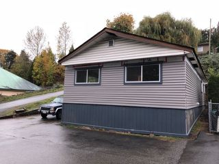"Main Photo: 10 32151 LOUGHEED Highway in Mission: Mission BC Manufactured Home for sale in ""Highland Park"" : MLS®# R2321892"