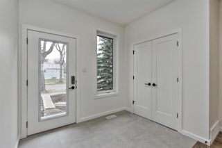 Photo 2: 11335 122 Street in Edmonton: Zone 07 House Half Duplex for sale : MLS®# E4156296
