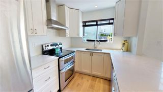 Photo 2: 307 ST. ANDREWS Avenue in North Vancouver: Lower Lonsdale Townhouse for sale : MLS®# R2383124