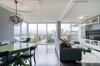 "Photo 5: 704 125 COLUMBIA Street in New Westminster: Downtown NW Condo for sale in ""NORTHBANK"" : MLS®# R2387169"