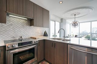 "Photo 15: 704 125 COLUMBIA Street in New Westminster: Downtown NW Condo for sale in ""NORTHBANK"" : MLS®# R2387169"