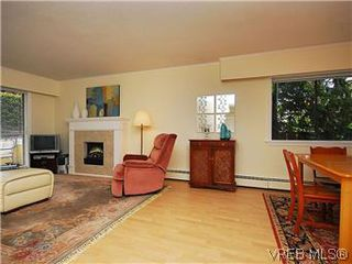 Photo 5: 101 1050 Park Boulevard in VICTORIA: Vi Fairfield West Condo Apartment for sale (Victoria)  : MLS®# 292693