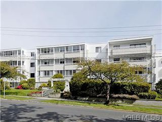Photo 1: 101 1050 Park Boulevard in VICTORIA: Vi Fairfield West Condo Apartment for sale (Victoria)  : MLS®# 292693