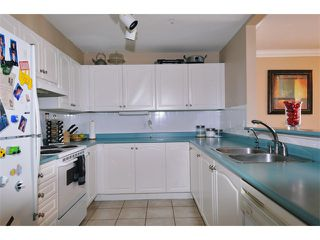 "Photo 4: 29 2378 RINDALL Avenue in Port Coquitlam: Central Pt Coquitlam Condo for sale in ""BRITTANY PARK"" : MLS®# V922637"