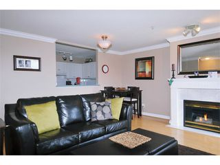 "Photo 2: 29 2378 RINDALL Avenue in Port Coquitlam: Central Pt Coquitlam Condo for sale in ""BRITTANY PARK"" : MLS®# V922637"