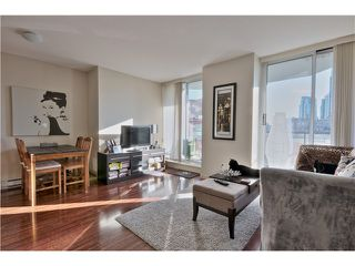 Photo 3: 709 1212 HOWE Street in Vancouver: Downtown VW Condo for sale (Vancouver West)  : MLS®# V1044810