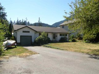 Photo 1: 524 3RD Avenue in Chilliwack: Hope Center House for sale (Hope)  : MLS®# R2057787