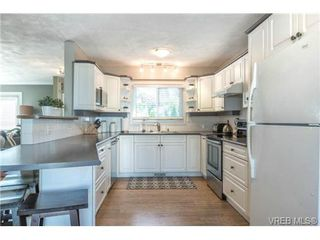 Photo 8: 4020 Glanford Ave in VICTORIA: SW Glanford House for sale (Saanich West)  : MLS®# 738146
