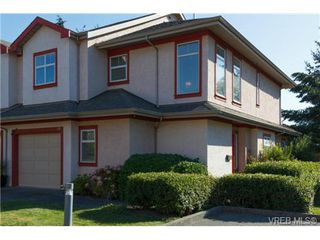 Photo 1: 112 1110 Willow Street in VICTORIA: SE Lake Hill Townhouse for sale (Saanich East)  : MLS®# 369075