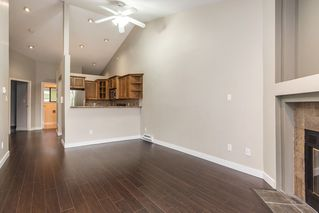 Photo 3: 302 11724 225 Street in Maple Ridge: East Central Townhouse for sale : MLS®# R2122541