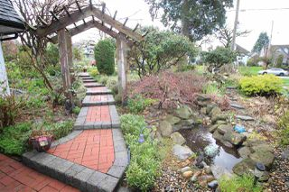 """Photo 3: 829 FIFTH Street in New Westminster: GlenBrooke North House for sale in """"UPPER GLENBROOK"""" : MLS®# R2158768"""