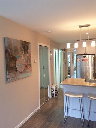"Photo 2: 107 853 E 7TH Avenue in Vancouver: Mount Pleasant VE Condo for sale in ""Vista Villa"" (Vancouver East)  : MLS®# R2221809"