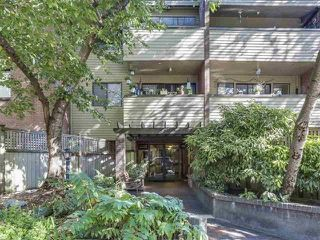 "Photo 12: 107 853 E 7TH Avenue in Vancouver: Mount Pleasant VE Condo for sale in ""Vista Villa"" (Vancouver East)  : MLS®# R2221809"