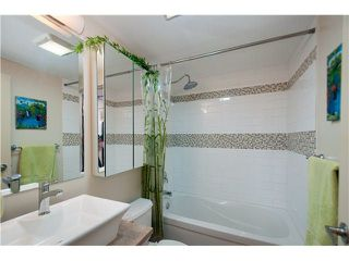 "Photo 9: 107 853 E 7TH Avenue in Vancouver: Mount Pleasant VE Condo for sale in ""Vista Villa"" (Vancouver East)  : MLS®# R2221809"